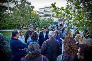 Από την περιοδεία στην περιοχή Κουνέλια στη συμβολή των οδών Κορυτσάς και Θράκης, συζήτηση με τους κατοίκους