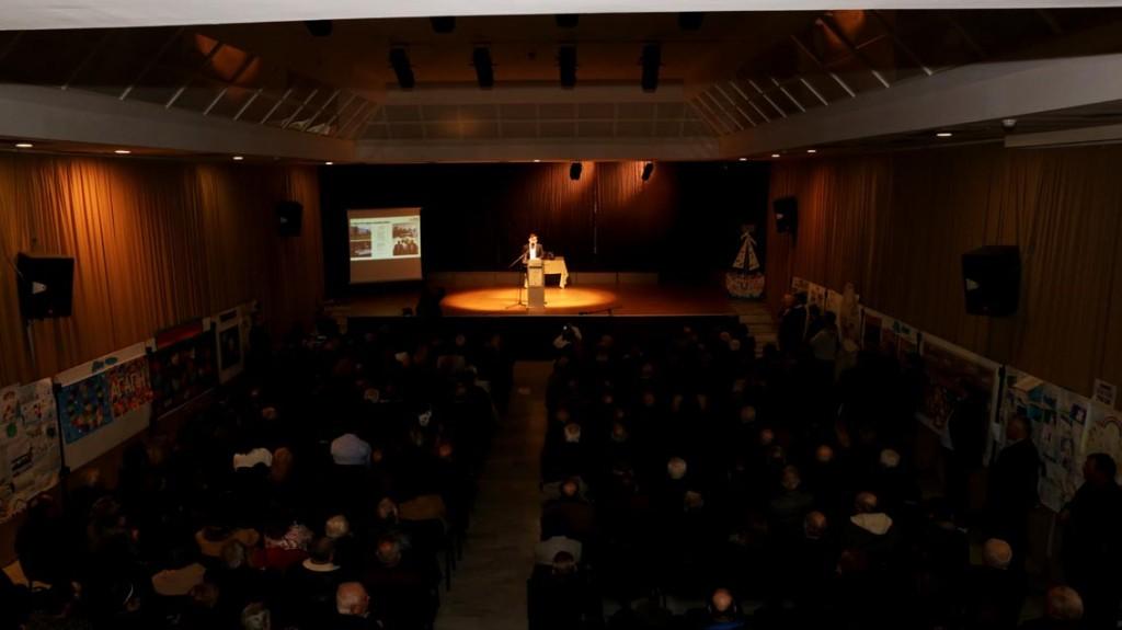Κατάμεστη από κόσμο η αίθουσα εκδηλώσεων του Δημαρχείου
